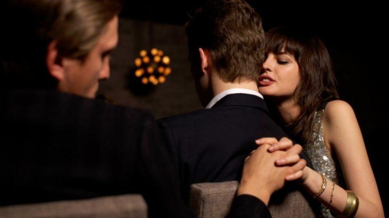 Почему нужно бежать от отношений, которые тщательно пытается скрыть партнёр