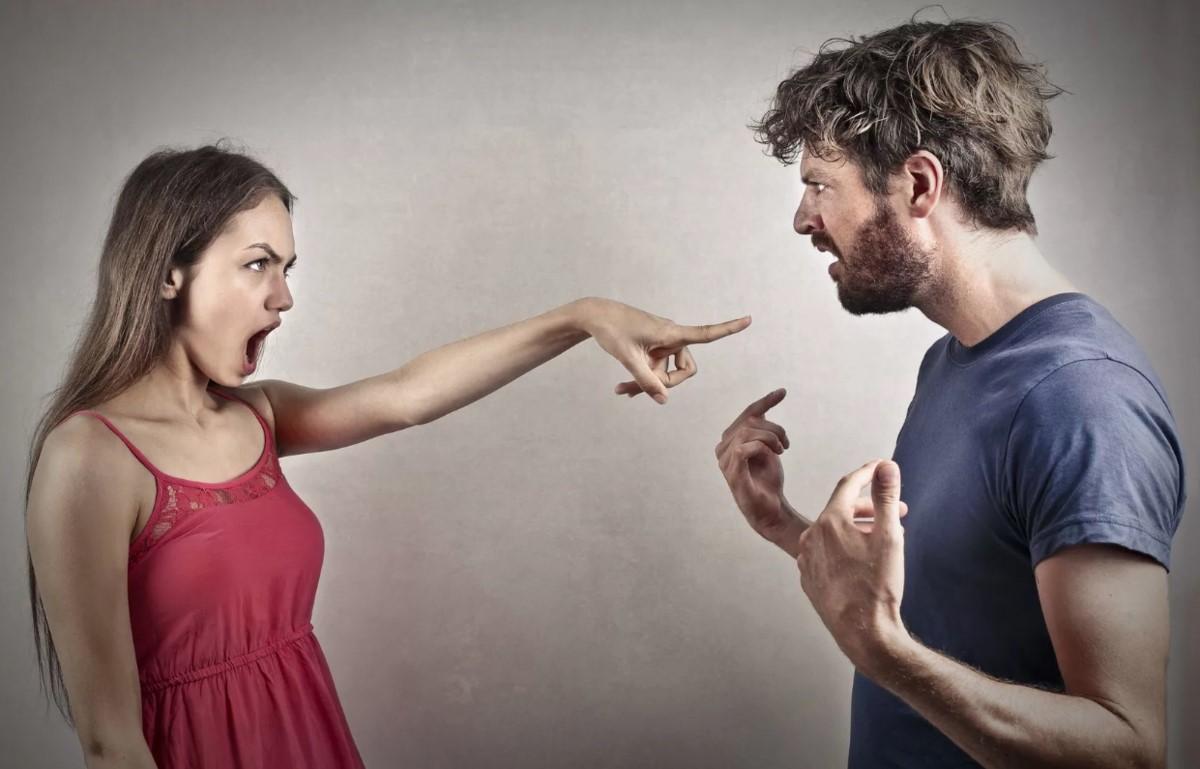 Признаки нездоровых отношений, которые многие считают нормой