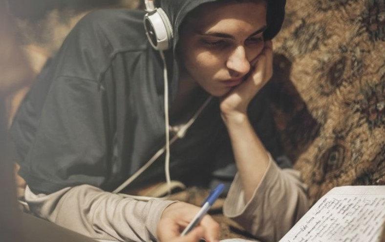 Как понять подростка благодаря музыке, которую он слушает
