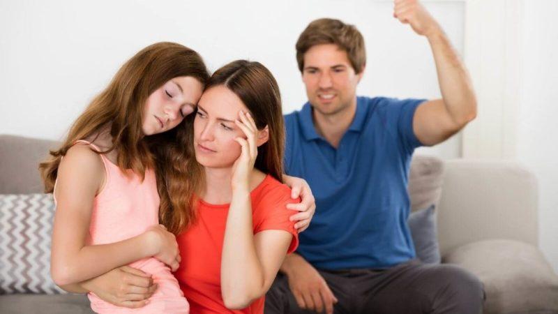 Лишение отцовства: зачем и как это делать