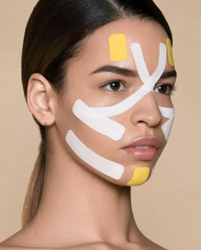 Как делать процедуру тейпирования на лице от морщин