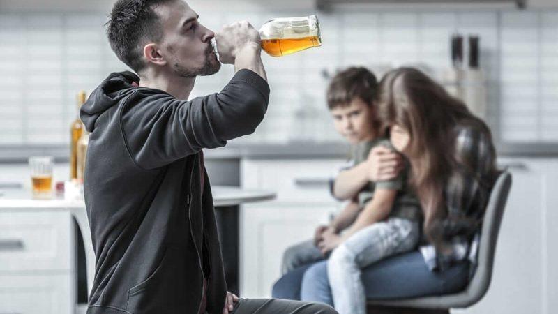 Муж пьет один: что делать жене, советы психолога
