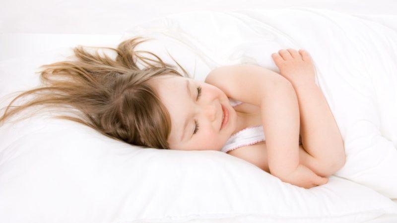 Как правильно спать на подушке ребёнку: что советует доктор Комаровский