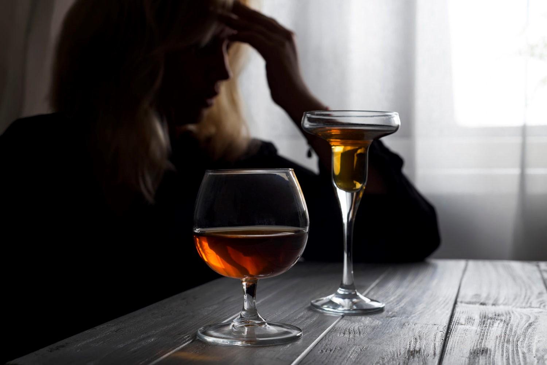 Изменения во внешности, нестабильное настроение и другие признаки женского алкоголизма
