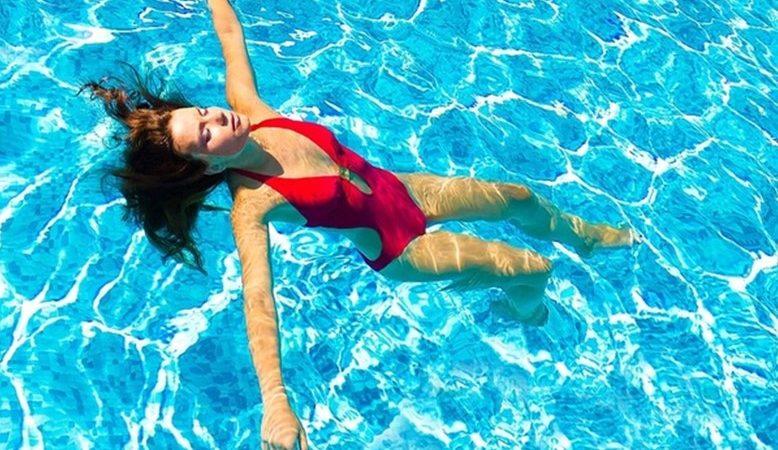 Стоит ли ходить в бассейн во время месячных