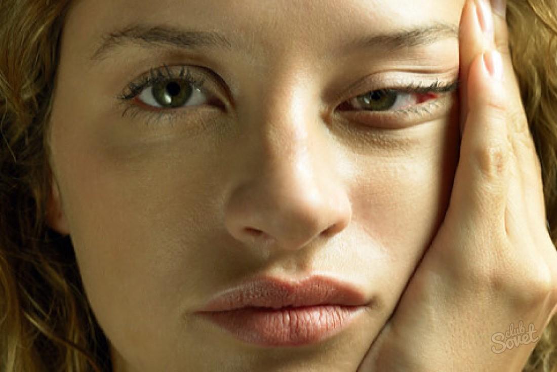 Почему отекает лицо после сна