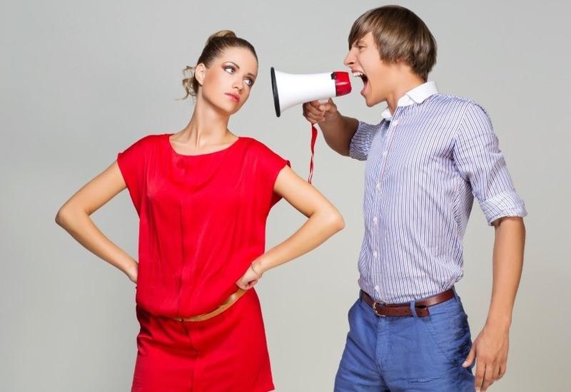 15 тревожных сигналов помогут понять, что мужчина разрушает личность женщины