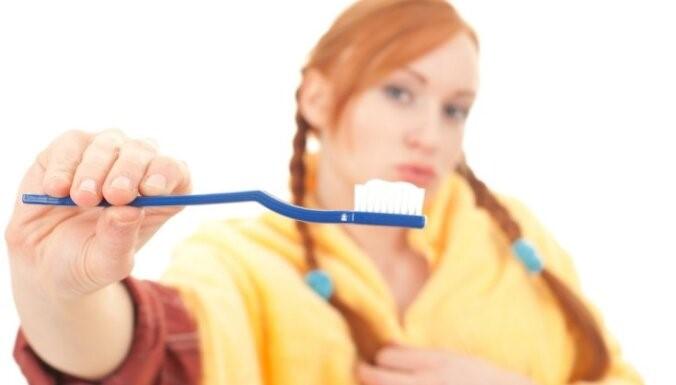 Неожиданное средство от прыщей на лице – зубная паста: рекомендации и противопоказания