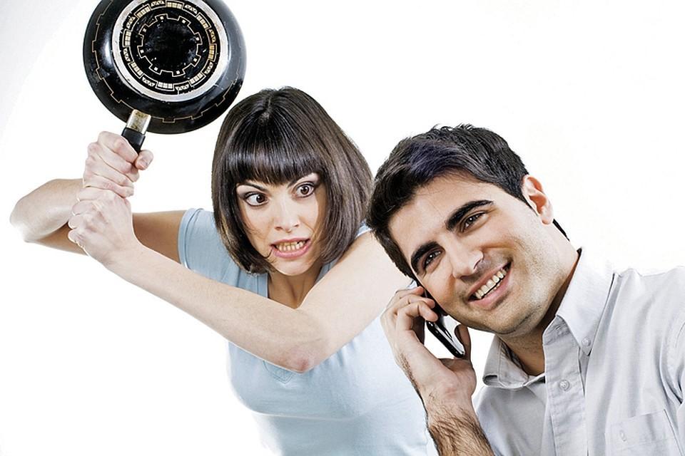 Жена бьёт мужа: что делать и как защититься