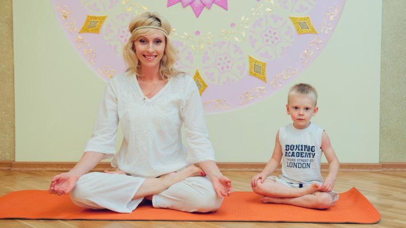 Зачем ребенку йога: какие асаны помогут в учебе